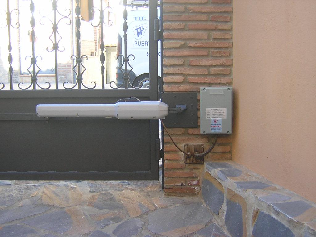 Puerta batiente puertas gilmo - Distribuidores kommerling ...